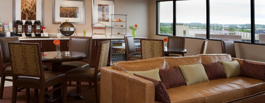 Sheraton Iowa City Hotel | Club Lounge